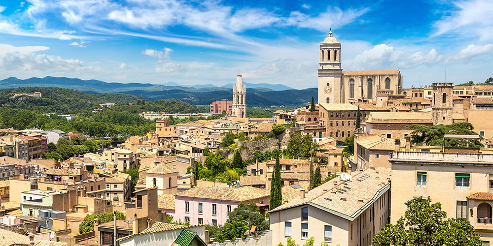 Villas and semi-detached houses for sale in Girona (Spain)
